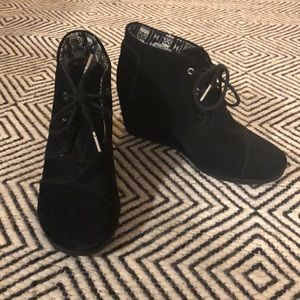 Toms Black Suede Wedges Women's size 8